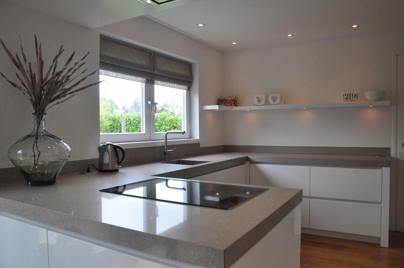 Witte Keuken Met Zwart Werkblad. Excellent Granieten Puur Natuur En ...